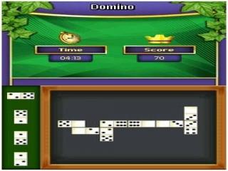 In plaats van dominostenen rechtop te zetten en om te gooien, kun je er ook een leuk spelletje mee spelen.