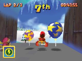 Pak ballonnen om items te krijgen, zoals raketten om op anderen te vuren of snelheidsboosts!