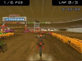 Moto Racer bevat zowel Moto GP, Super Cross, Freestyle als racen in het verkeer.