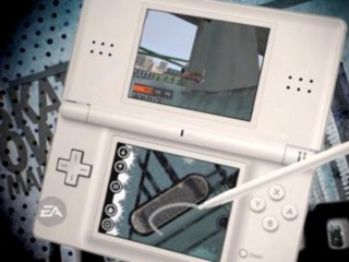 Hier zie je hoe de stylus wordt gebruikt op de DS bij Skate It!