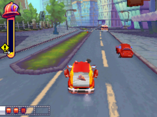 Race zo snel als je kan naar de brand en probeer de auto's te ontwijken!
