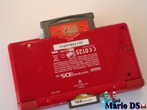 Nintendo DS met GameBoy Advance Spel onderkant